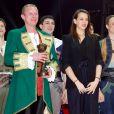Pauline Ducruet remet un Clown de Bronze à la troupe Kolykhalov  lors de la soirée de gala du 39e Festival du cirque de Monte-Carlo, le 20 janvier 2015 sous le chapiteau de Fontvieille.
