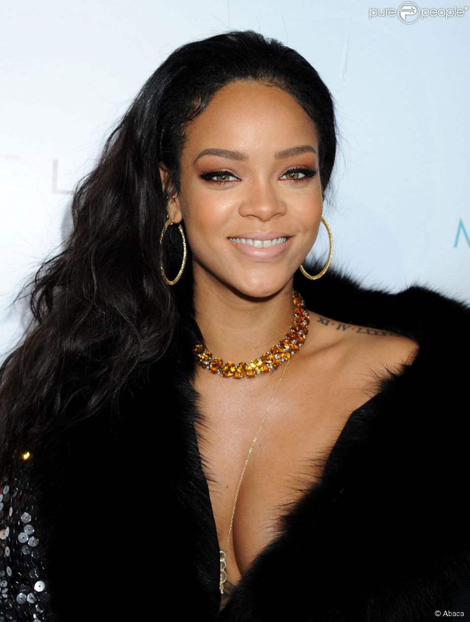Rihanna assiste aux DailyFrontRow Fashion Los Angeles Awards au Sunset Tower Hotel. Los Angeles, le 22 janvier 2015.
