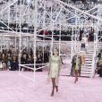 Natalie Portman, son mari Benjamin Millepied, Sidney Toledano et sa femme Katia, Elizabeth Olsen et Kris Van Assche assistent au défilé Christian Dior haute couture printemps-été 2015 au musée Rodin. Paris, le 26 janvier 2015.
