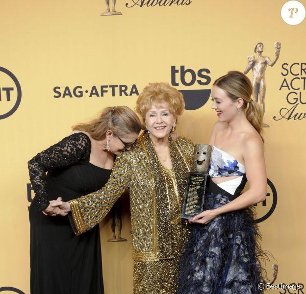 """Debbie Reynolds, sa fille Carrie Fisher et sa petite fille Billie Lourd - Press room lors de la 21e cérémonie annuelle des """"Screen Actors Guild Awards"""" à l'auditorium """"The Shrine"""" à Los Angeles, le 25 janvier 2015"""