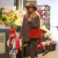 Jessica Alba et son mari Cash et leurs enfants font du shopping à Beverly Hills Los Angeles, le 31 Janvier 2015.