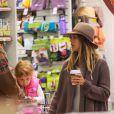 L'actrice Jessica Alba et son mari Cash et leurs enfants font du shopping à Beverly Hills Los Angeles, le 31 Janvier 2015.
