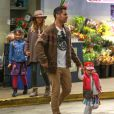 La star Jessica Alba et son mari Cash et leurs enfants font du shopping à Beverly Hills Los Angeles, le 31 Janvier 2015.