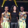 Sabrina Ouazani et le prix de la médaille de bronze à Remedan et Biniyam à la Soirée de remise des prix du 36ème Festival Mondial du Cirque de Demain au Cirque Phenix à Paris, le 1er février 2015.