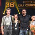 Tomer Sisley et le prix de la médaille d'Argent à Lift (porteur parallèle) à la Soirée de remise des prix du 36ème Festival Mondial du Cirque de Demain au Cirque Phenix à Paris, le 1er février 2015.