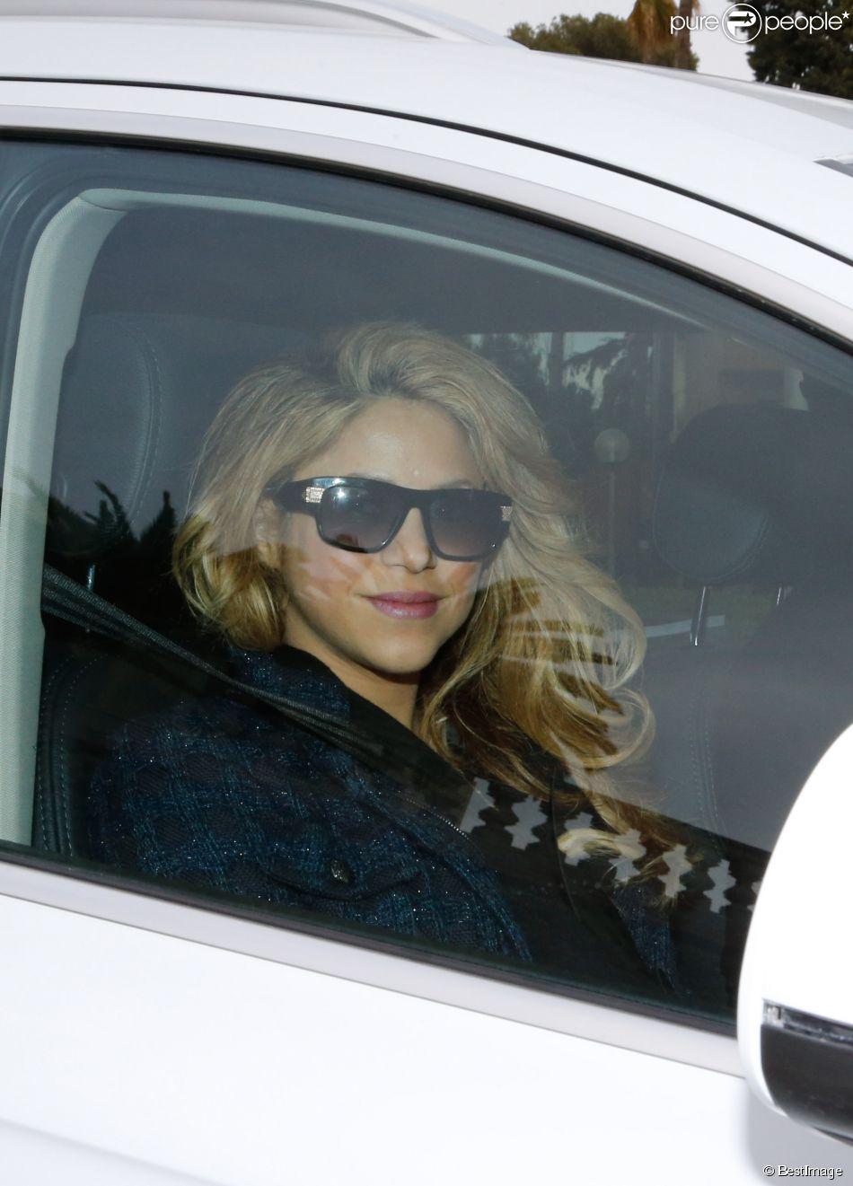 Shakira et Gerard Piqué quittent la maternité avec leur nouveau né Sasha et Milan (2 ans) à Barcelone le 2 février 2015.