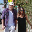 Exclusif - Mila Kunis enceinte et son fiancé Ashton Kutcher vont prendre un petit-déjeuner à Venice, le 17 septembre 2014.