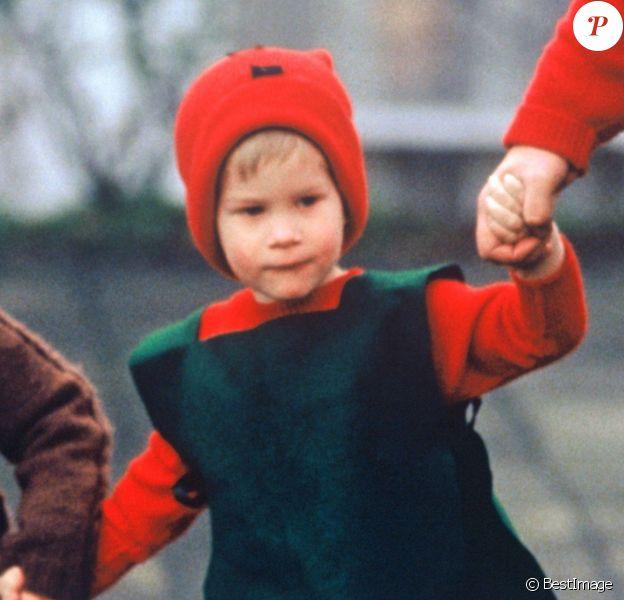 Le prince Harry à 3 ans, déguisé pour Noël le 8 décembre 1987