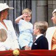 Le prince Harry, quelques semaines avant ses 3 ans, avec Lady Di et la famille royale lors de la parade Trooping the Colour, en juin 1987