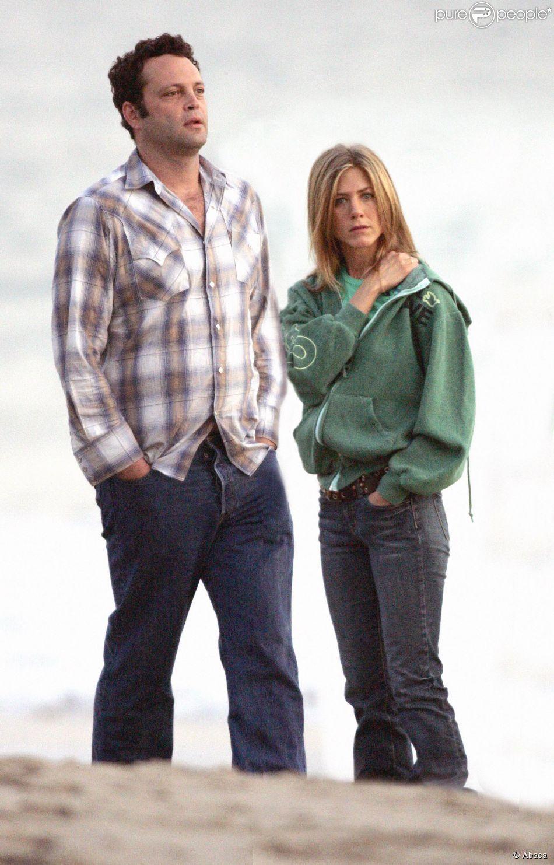 Jennifer Aniston et Vince Vaughn lors d'une romantique balade sur la plage à Malibu, le 5 novembre 2005