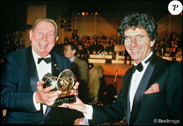 Charles Trenet et Jack Lang lors des Victoires de la Musique 1985