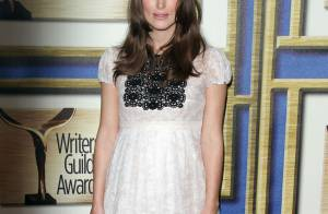 Keira Knightley, enceinte, brille en solo face à Rene Russo, en couple