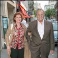 """Roger Hanin et sa compagne Agnès Berdugo - Première du film """"Tu peux garder un secret ?"""" à l'Elysée Biarritz à Paris. Le 5 mai 2008."""