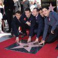 Le groupe New Kids on the Block composé de Donnie Wahlberg, Jordan Knight, Jonathan Knight, Joey McIntyre, et Danny Wood, reçoit son étoile sur le Walk Of Fame en compagnie d'Arsenio Hall à Hollywood, le 9 octobre 2014