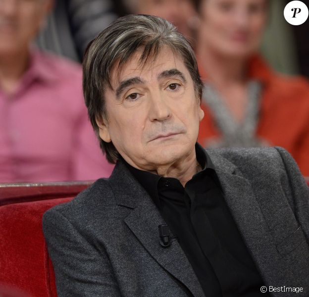 """Serge Lama lors de l' Enregistrement de l'émission """"Vivement Dimanche"""" à Paris le 26 novembre 2014."""