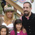 """Franck Ribery célèbre la fête de la bière """"Oktoberfest"""" avec sa femme Wahiba et ses enfants Salif, Shakinez et Hizya à Munich en Allemagne le 5 octobre 2014."""