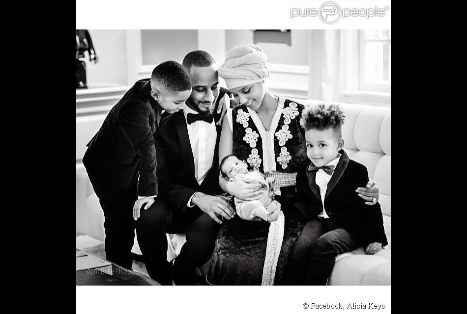 Photo de famille d'Alicia Keys avec son mari Swizz Beatz, leur fils Egypt, Kasseem Jr. (fils de Swizz Beatz et Mashonda) et le petit dernier, Genesis Ali. Février 2015.