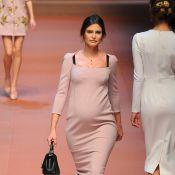Fashion Week: Bianca Balti, enceinte, craque pour les bambins de Dolce & Gabbana
