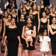 Final du défilé Dolce & Gabbana automne-hiver 2015-2016 à Milan. Le 1er mars 2015.