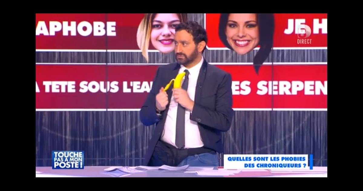 cyril hanouna et sa banane dans la main sur le plateau de touche pas mon poste le mercredi 4. Black Bedroom Furniture Sets. Home Design Ideas