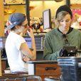 """"""" Kristen Stewart et sa """"supposée"""" compagne Alicia Cargile se promènent dans les rues de Los Feliz le 8 février 2015. """""""