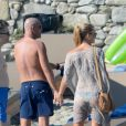 Bar Refaeli et son petit ami Adi Ezra dans les îles Mykonos en Grèce, le 31 août 2014