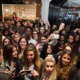 Cara Delevingne aux Galeries Lafayette pour l'événement Yves Saint Laurent Beauté à Paris, le 10 mars 2015.