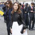 Anaïs Demoustier arrive au Conseil Économique et Social pour assister au défilé Miu Miu automne-hiver 2015-2016. Paris, le 11 mars 2015.