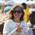 """Valérie Trierweiler sur la plage de Ouistreham, à l'occasion de la """"Journée des oubliés des vacances"""", organisée par le Secours Populaire le 20 août 2014"""