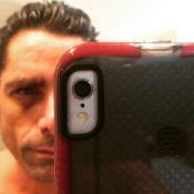 John Stamos, blessé, fait d'étonnantes confidences sexuelles...