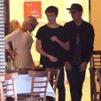 Pamela Anderson va faire du shopping avec ses enfants Brandon et Dylan Lee chez Barneys New York à Beverly Hills, le 5 fevrier 2014.