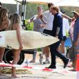 "Ed Sheeran et Emily Symons sur le tournage du soap australien ""Home and Away"" à Palm Beach près de Sydney, le 24 mars 2015."