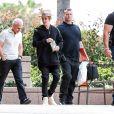 Exclusif - Prix Spécial - No web - No blog - Justin Bieber va faire du shopping chez Nike puis se rend dans la clinique Amen dans le comté d'Orange, le 18 mars 2015. A sa sortie de la clinique, on peut voir le chanteur aux côtés du docteur Amen. Ce dernier est spécialisé pour aider les personnes atteintes d'anxiété, dépressives, et les aider à gérer leurs addictions. De retour à la voiture, le garde du corps de Justin a rangé dans le coffre différents médicaments que le médecin lui a prescrit… De quoi Justin cherche-t-il à être sauvé?