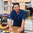Jamie Oliver dans une cuisine à Londres le 29 août 2013