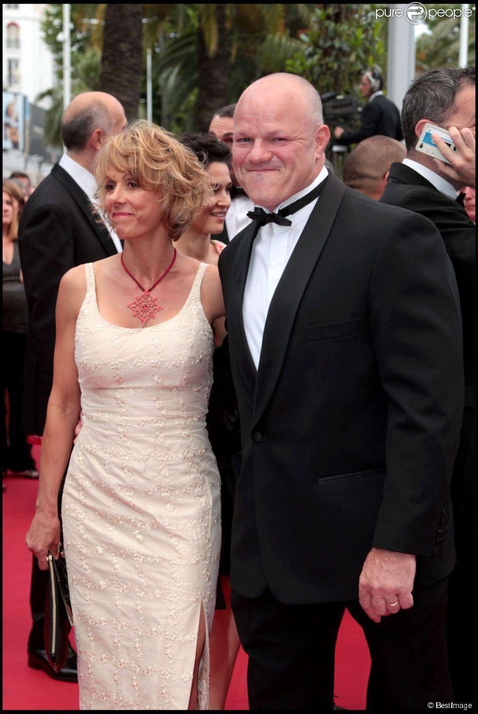 philippe etchebest et sa femme mont e des marches du film la conqu te 64e festival de cannes. Black Bedroom Furniture Sets. Home Design Ideas