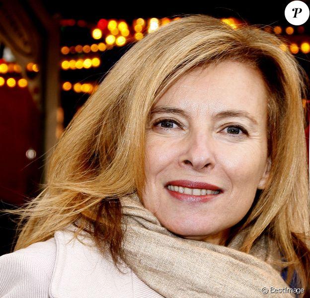 """Valérie Trierweiler - Soirée d'ouverture de la """"Foire du Trône"""" au profit de l'association """"Secours populaire"""" à Paris le 27 mars 2015."""