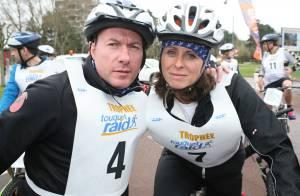 Pascal Soetens (Pascal le grand frère) pédale aux côtés de Valérie Fignon...