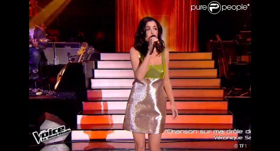 Jenifer dans The Voice 4 (demi-finale), le samedi 18 avril 2015 sur TF1.