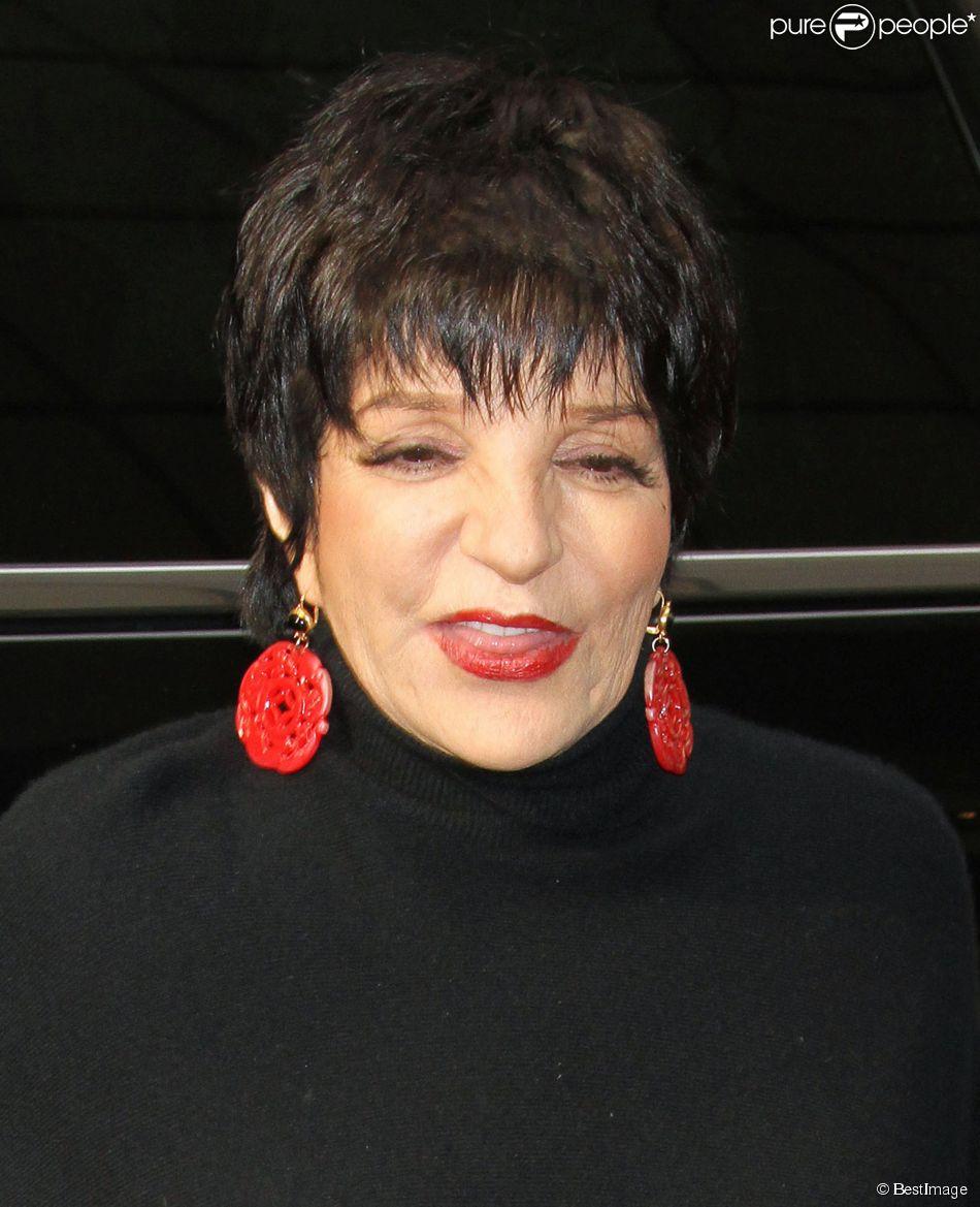 """Liza Minnelli arrive aux NBC studios pour participer à l'émission """"Today"""" à New York, le 12 mars 2014."""