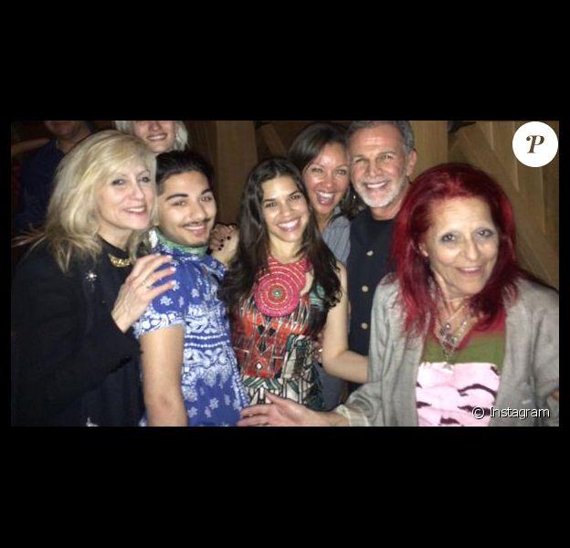 Vannesa Williams et les anciens de la série Ugly Betty réunis pour le 31ème anniversaire d'America Ferrera, sur Twitter le 20 avril 2015