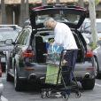 Richard Dean Anderson, méconnaissable, fait ses courses chez Ralph's à Malibu, Los Angeles, le 22 avril 2015.