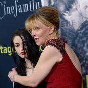 Frances Bean Cobain : Petite mine avec sa maman pour l'hommage à Kurt Cobain