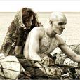 Riley Keough et Nicholas Hoult dans Mad Max Fury Road.