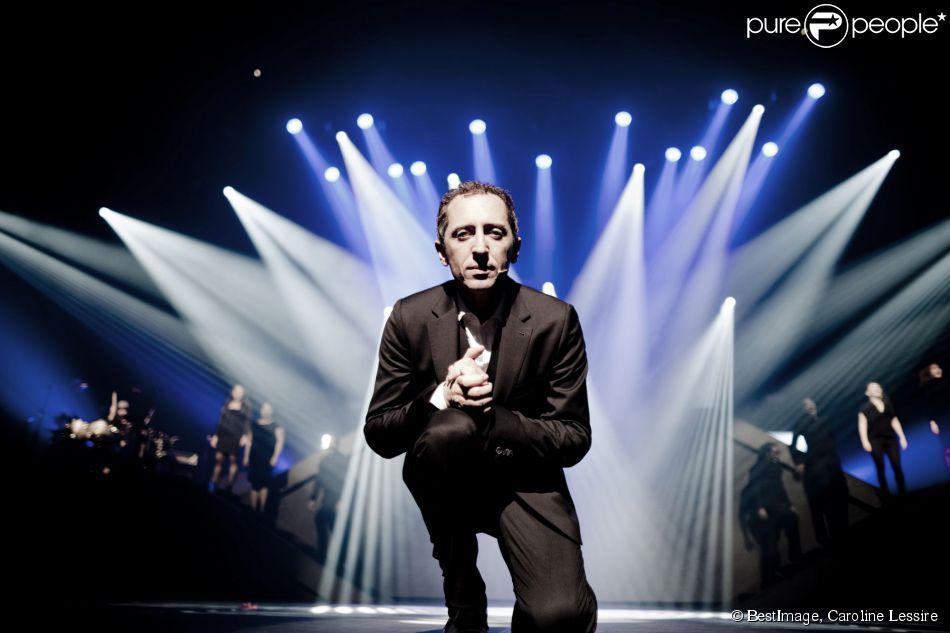 Exclusif - Gad Elmaleh sur scène, lors d'une représentation de son spectacle au Palais des Sports de Paris, pour fêter ses 20 ans de scène, le 12 décembre 2014.