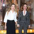 Amber Heard et Alice Temperley lors du lancement de la nouvelle collection 'Alice au pays des merveilles', œuvre de la styliste Alice Temperley à Londres, le 20 février 2015.