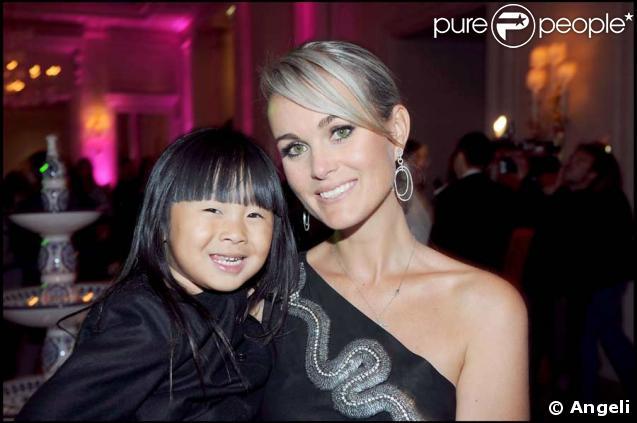 Laeticia Hallyday avec sa fille Jade à l'hôtel Georges V, 24 sept 2008