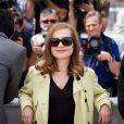 "Isabelle Huppert - Photocall du film ""Asphalte"" lors du 68e Festival International du Film de Cannes, le 17 mai 2015"