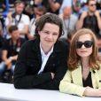 "Jules Benchetrit (Le fils de Samuel Benchetrit), Isabelle Huppert - Photocall du film ""Asphalte"" lors du 68e Festival International du Film de Cannes, le 17 mai 2015"