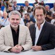 """Stéphane Brizé, Vincent Lindon - Photocall du film """"La Loi du marché"""" lors du 68e Festival international du film de Cannes le 18 mai 2015"""
