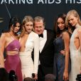 "Kendall Jenner, Gigi Hadid, Mario Testino, Jourdan Dunn et Karlie Kloss lors du gala ""Cinema Against AIDS 22"" de l'amfAR à l'hôtel Cap-Eden-Roc. Antibes, le 21 mai 2015."